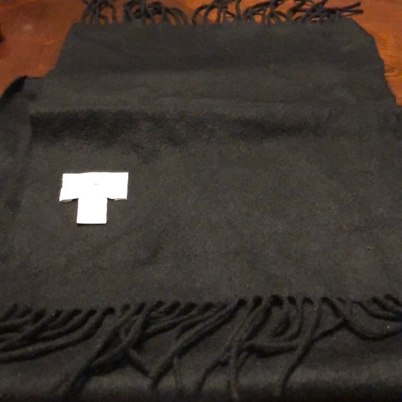 4/$30 SALE! EUC Charter Club cashmere black scarf